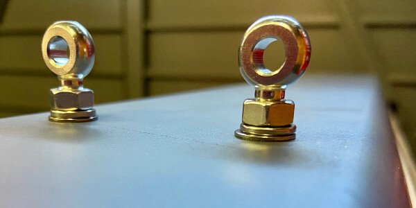 Eye bolt mounting for Grandlux vandalproof luminaires
